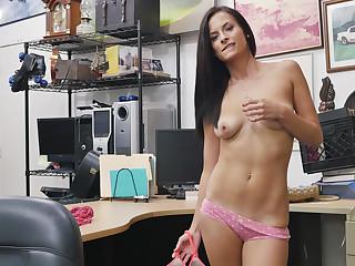 Brunette Alexis Deen trades big ass for cash