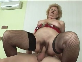 Granny doesnt know how to suck cock. She has tons of experience but she doesnt know what she is doin