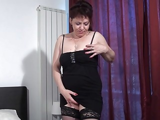 Naughty mature slut playing on her bed with herself