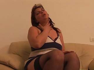 This big mama loves to play with her pussy