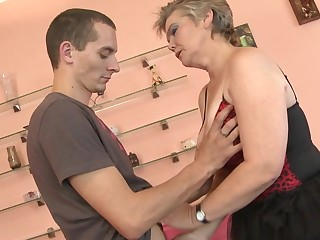 This squirting mature slut loves a hard cock