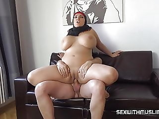 SHOCK! Whore Angel Waits For Squirting Orgasm