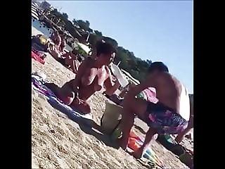 Voyeur a la plage (121) - big boobs MILF topless on beach