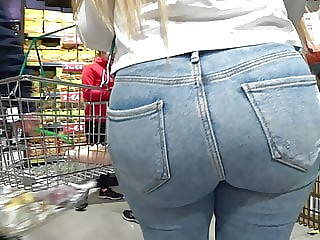 Candid bubble butt blonde in tight jeans