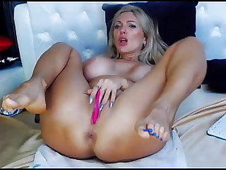 Mona - Sexy Milf fingers and squirt