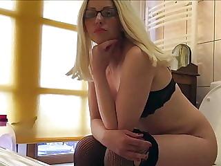 Sexy MILF in lingerie toilet pee fart