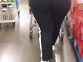 Black Donkey Thick Milf bussin out her joggers(2)