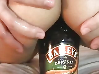 Enfiando garrafa