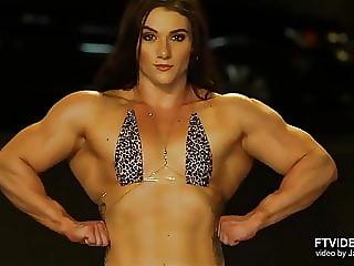 Jennny Roosa Posing