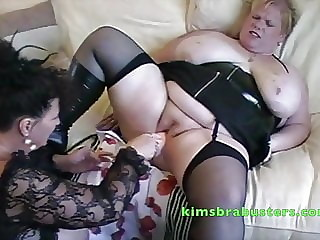 Kim giving a blondes pussy some hammer